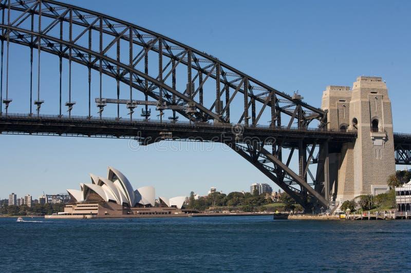 Puente y teatro de la ópera del puerto de Sydney imagenes de archivo
