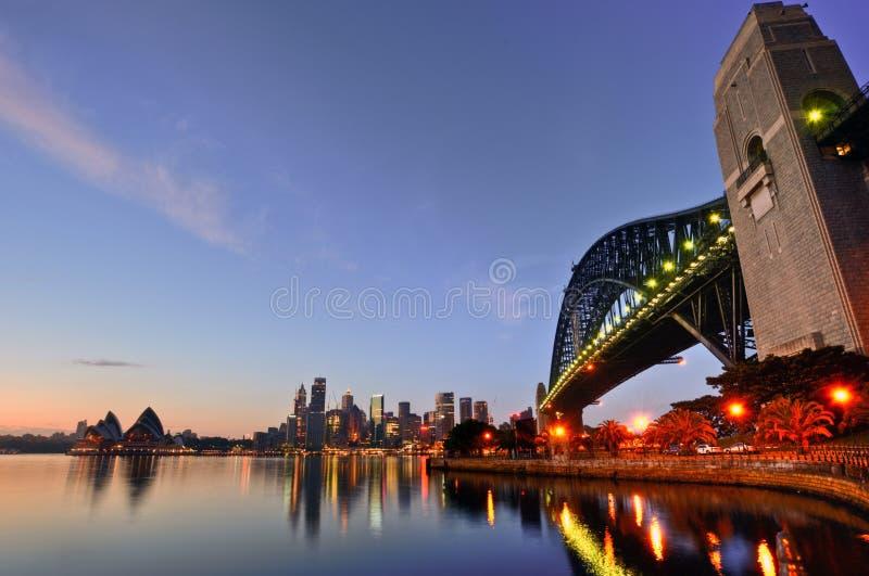 Puente y teatro de la ópera del puerto de Sydney foto de archivo libre de regalías