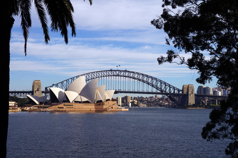 Puente y teatro de la ópera del puerto de Sydney fotografía de archivo