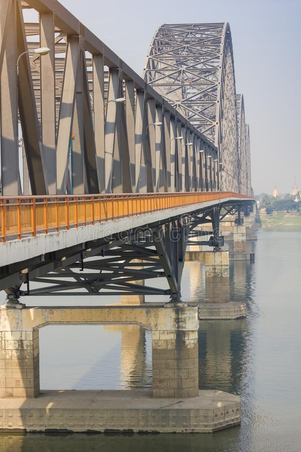 Puente Yadanabon de Irrawaddy o puente de Ayeyarwady fotografía de archivo