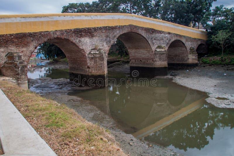 Puente Yayabo bro i Sancti Spiritus, Cu royaltyfri fotografi