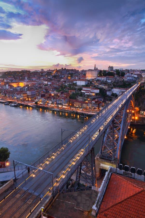 Puentee dom Luis de Ponte sobre Oporto, Portugal fotografía de archivo