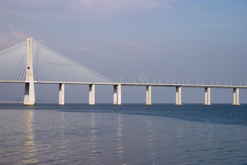 Puentee el Gama de Vasco DA en Río Tejo, Lisboa imagenes de archivo