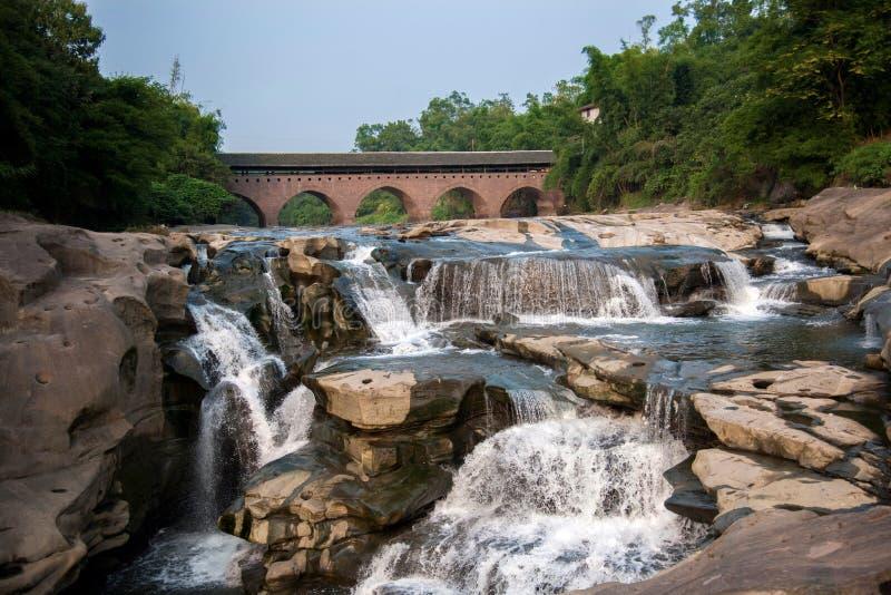 Puentes antiguos del puente del río de Huaying ---- Estrella (puente de la frontera) imagenes de archivo