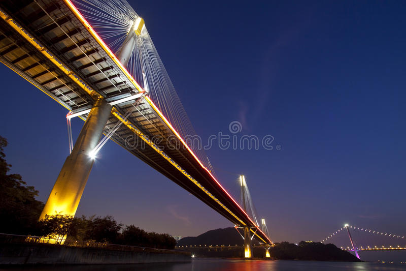 Puentes de Hong-Kong en la noche imagen de archivo libre de regalías