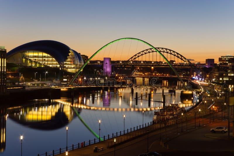 Puentes de Tyne en el crepúsculo foto de archivo libre de regalías
