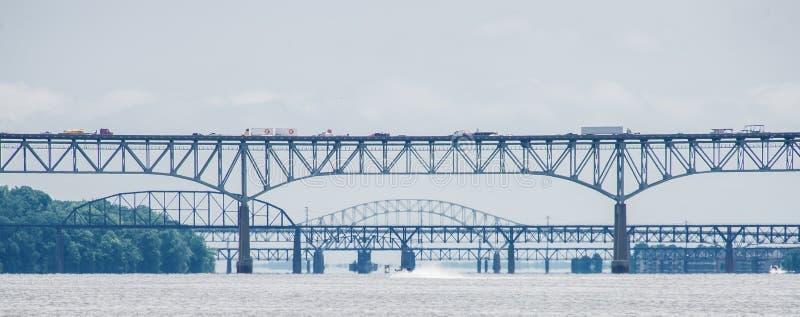 Puentes sobre el trhe el río Susquehanna en el depósito 1 del puerto fotografía de archivo