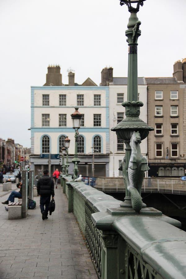 Puentes tradicionales en Dublín, Irlanda imagenes de archivo
