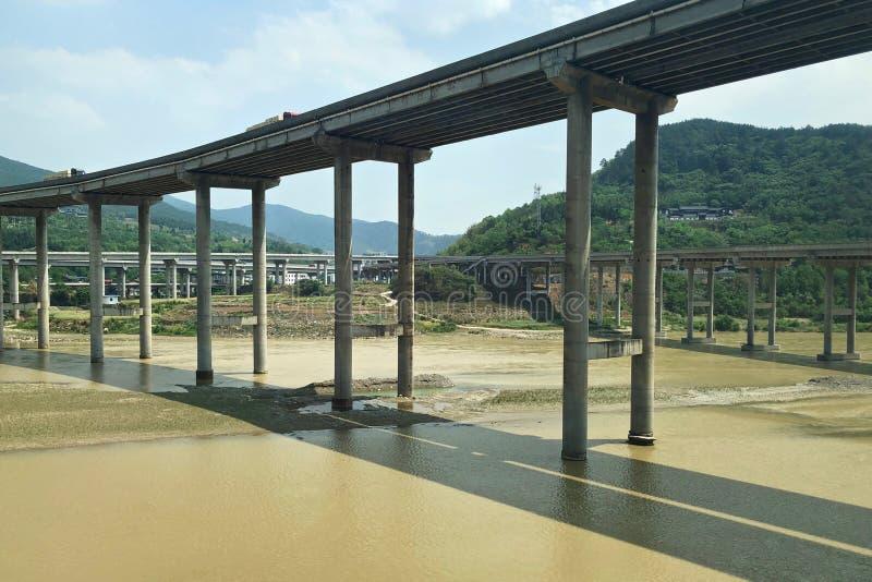 Puentes y carreteras para el transporte en China imagenes de archivo