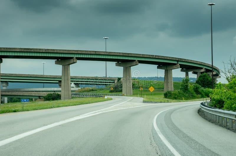 Puentes y rampas de la carretera fotos de archivo