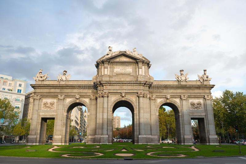 puerta Испания alcala de строба madrid стоковая фотография
