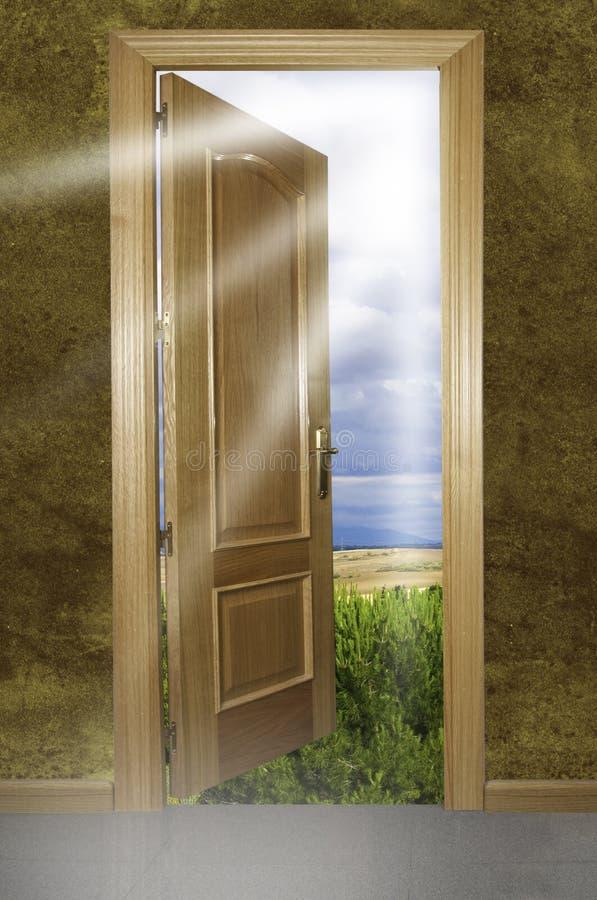 Puerta abierta a la naturaleza stock de ilustración