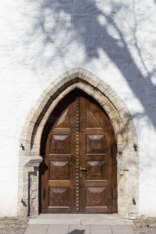Puerta antigua de madera foto de archivo