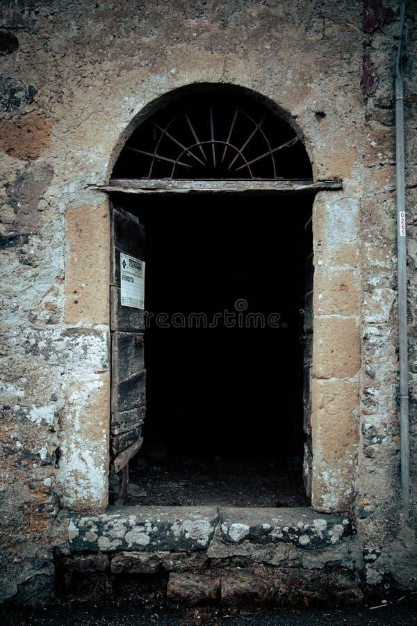 Puerta antigua del ` s del lagar en Toscana 16 foto de archivo libre de regalías