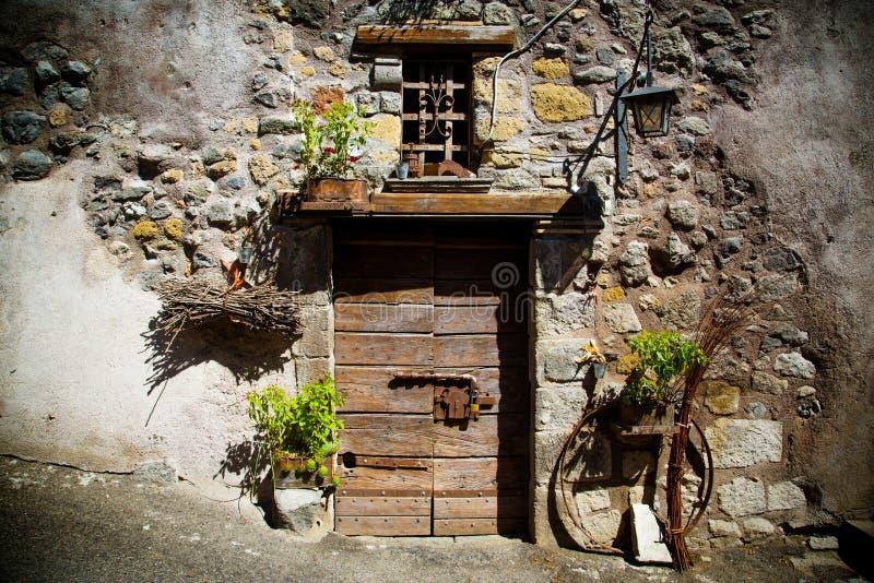 Puerta antigua del ` s del lagar en Toscana 21 imagenes de archivo