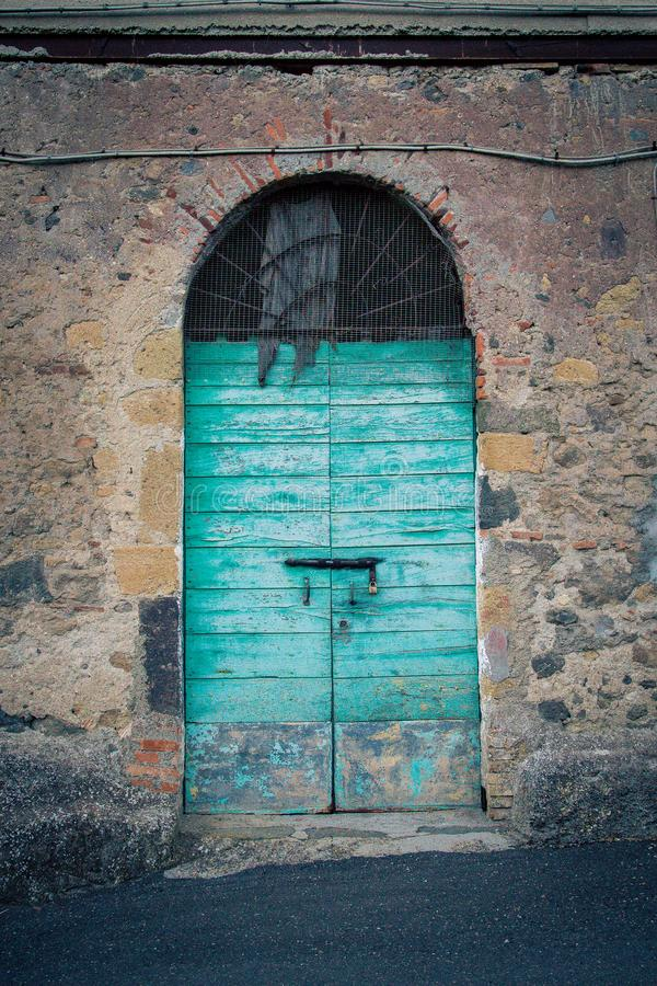 Puerta antigua del ` s del lagar en Toscana 23 fotos de archivo libres de regalías