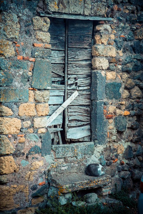 Puerta antigua del ` s del lagar en Toscana 24 foto de archivo libre de regalías