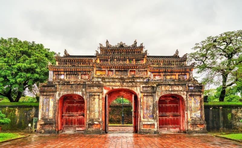 Puerta antigua en la ciudad imperial en tonalidad, Vietnam fotos de archivo libres de regalías