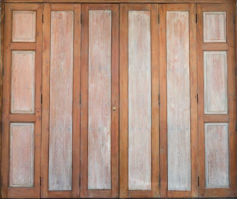 Puerta antigua tradicional tailandesa fotografía de archivo libre de regalías