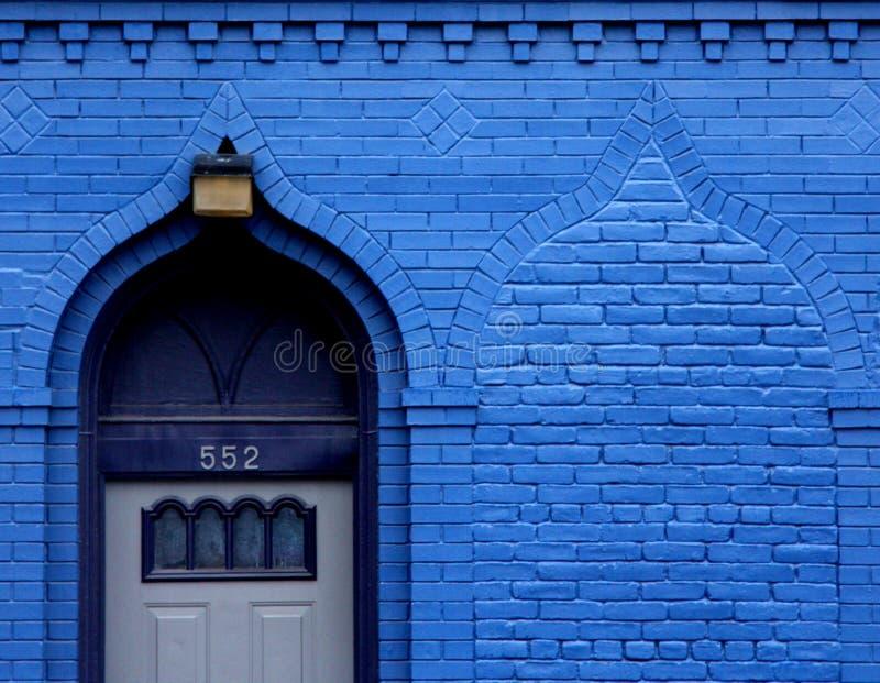 Puerta azul imágenes de archivo libres de regalías