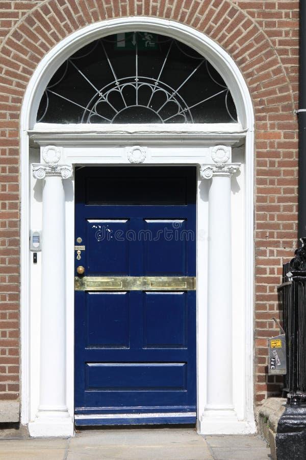 Puerta azul georgiana imagen de archivo libre de regalías