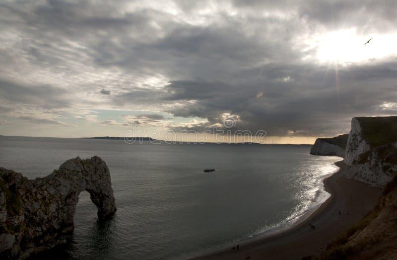 Puerta blanca de Durdle de los acantilados en el sur de Inglaterra fotos de archivo libres de regalías