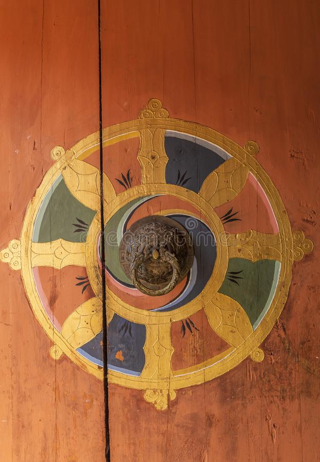Puerta butanesa tradicional del templo fotos de archivo
