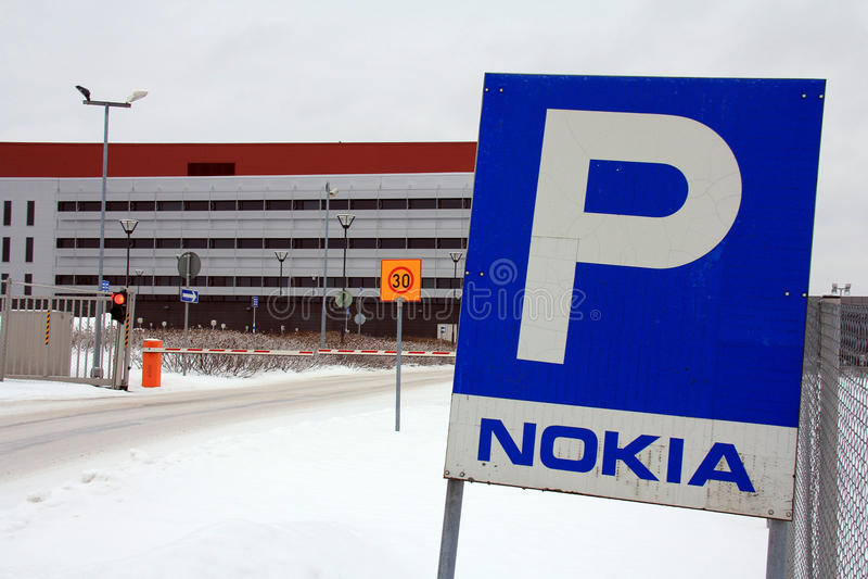 Puerta cerrada en Nokia Corporation, Salo Finlandia imagenes de archivo