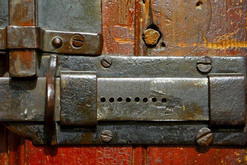 Puerta cerrada en un perno fotos de archivo libres de regalías