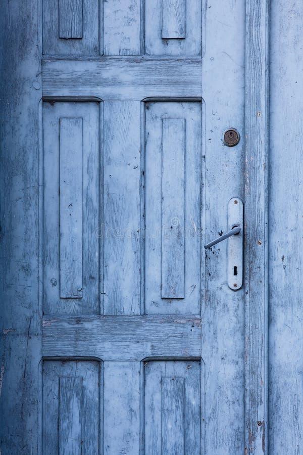 A puerta cerrada viejo azul imágenes de archivo libres de regalías