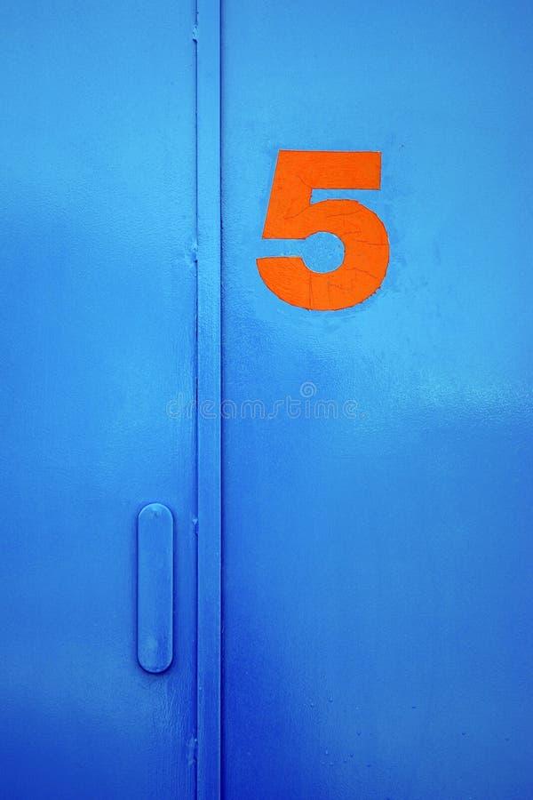 Puerta cinco imagenes de archivo