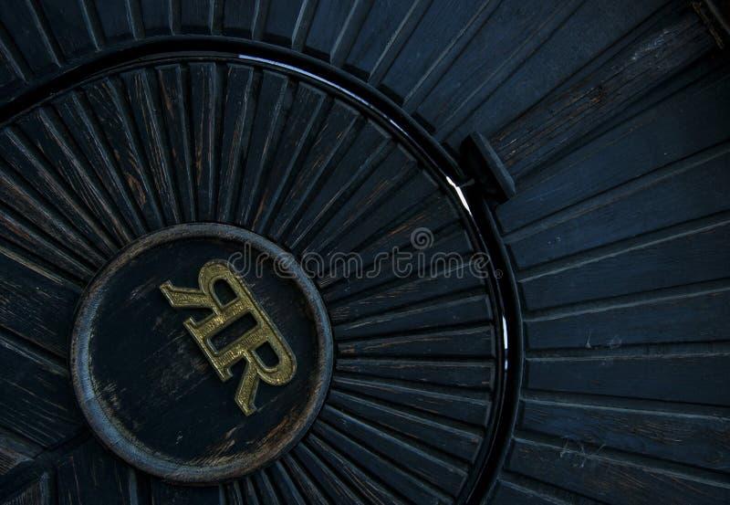 Puerta con el monograma imágenes de archivo libres de regalías