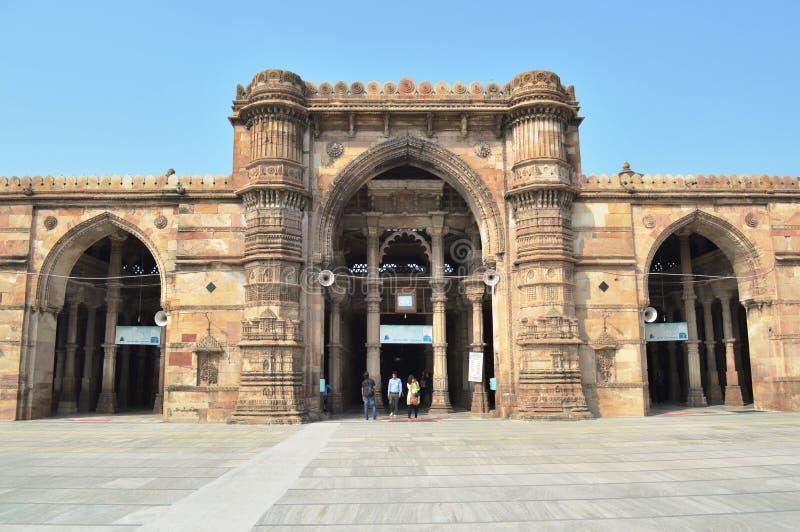 Puerta con Minara en Jami (Jama) Masjid, Ahmadabad foto de archivo libre de regalías