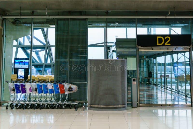 Puerta D2 para los pasajeros de la llegada en el aeropuerto de Suvarnabhumi imagen de archivo libre de regalías