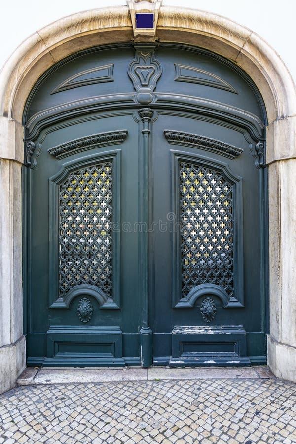 Puerta de época de Lisboa fotos de archivo