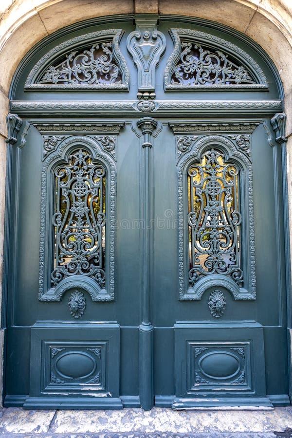 Puerta de época de Lisboa foto de archivo
