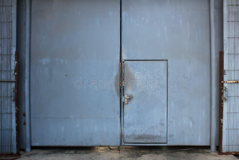 Puerta de acero fotografía de archivo
