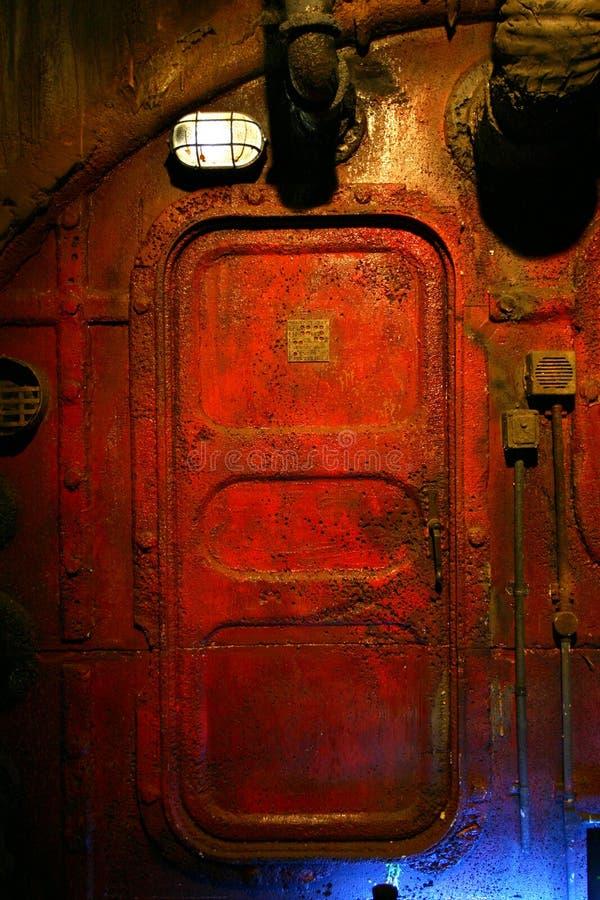 Puerta de acero aherrumbrada imagen de archivo libre de regalías