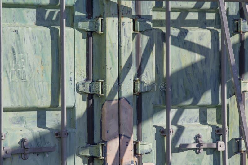 Puerta de acero del envase del fondo fotografía de archivo