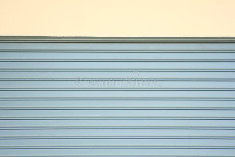 Puerta de acero rodante, puerta del obturador del rodillo imágenes de archivo libres de regalías