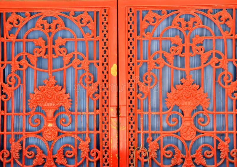 Puerta de acero roja fotografía de archivo