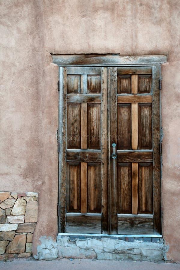 Puerta de Adobe imagenes de archivo
