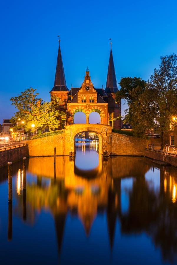 Puerta de agua en Sneek Frisia Países Bajos fotografía de archivo