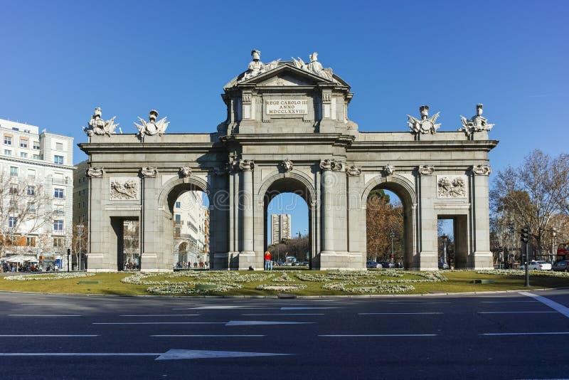 Puerta de Alcala in città di Madrid, Spagna immagine stock