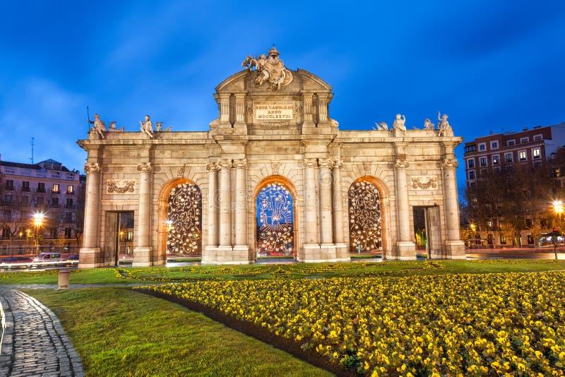 Puerta de Alcala på jul, Madrid royaltyfria bilder