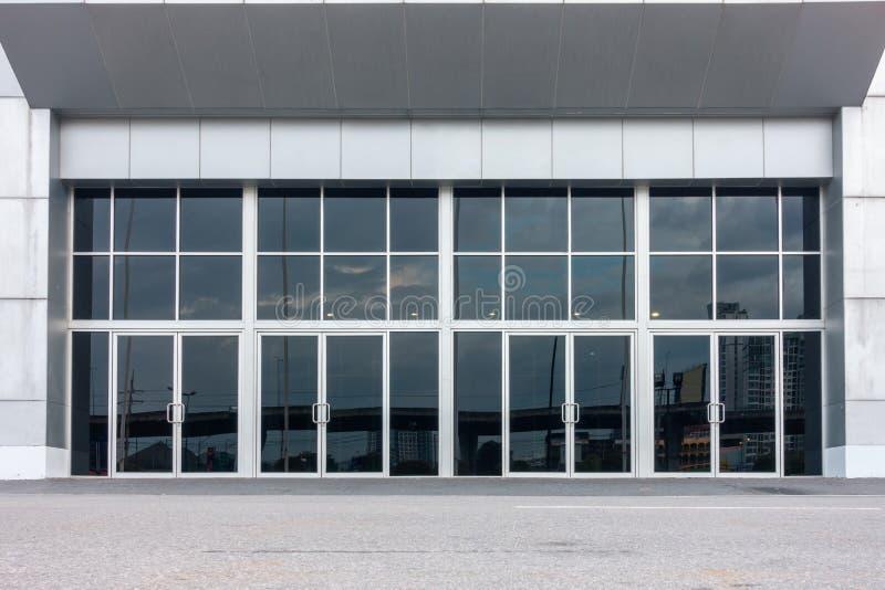 Puerta de aluminio del compuesto y de entrada del pasillo del exbihition fotos de archivo