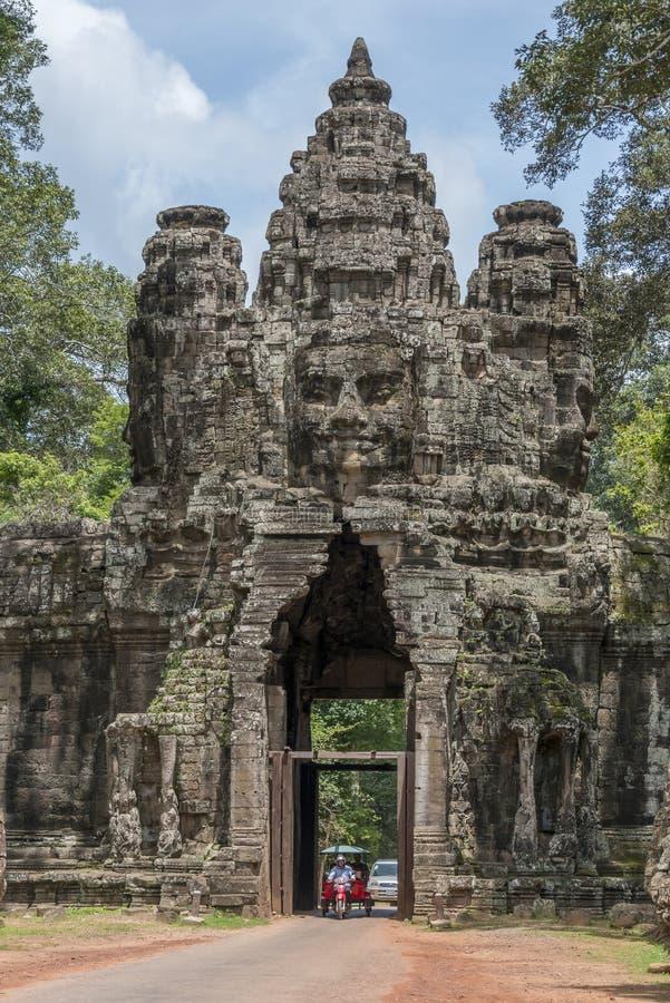 Puerta de Angkor Thom, Camboya fotos de archivo