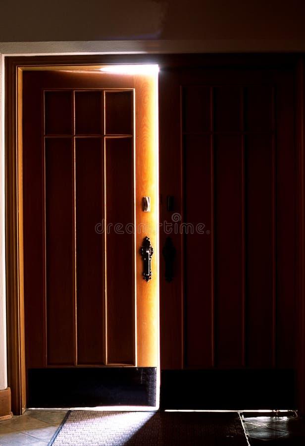 Puerta de apertura fotografía de archivo libre de regalías