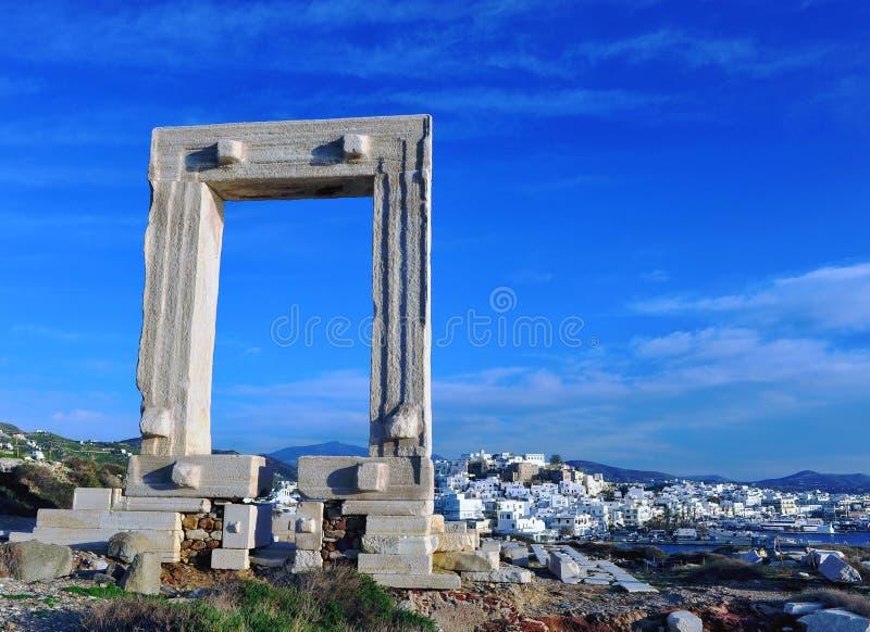 Puerta de Apolo y panorama antiguos de Chora imagen de archivo