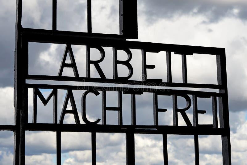 Puerta de Arbeit Macht Frei foto de archivo